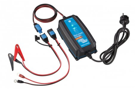 Chytrá nabíječka baterií BlueSmart 12V/15A IP65+DC konektor