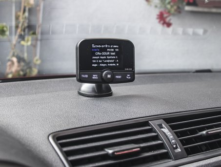 DAB přijímač / Bluetooth HF