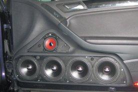 VW Golf 6 (cabrio) - dveřní panely s 3pásmovým Soundsystémem