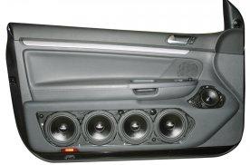 VW Golf 5 - dveřní panely s 3pásmovým SoundSystémem